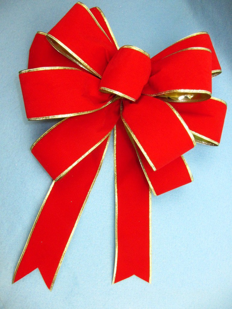 See How to Make a Gift Bow out of Ribbon - Pro Bow The Hand